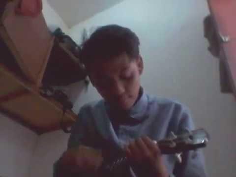 Tony q rastafara mencium bulan ukulele
