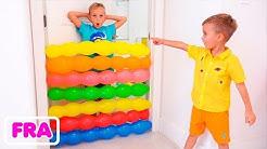 Vlad et Nikita s'amusent à jouer avec des ballons