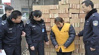 陕西西安:16岁女孩被拐10年 凭儿时记忆重见父母【热线12  20160215】