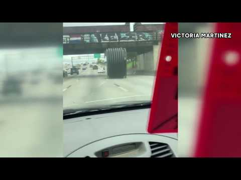 Houston drivers dodge massive runaway spool on highway