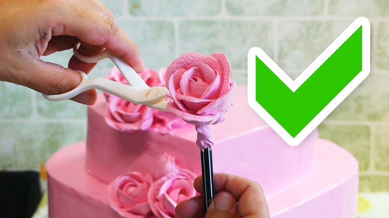 Bir pasta süslemek için gül nasıl yapılır