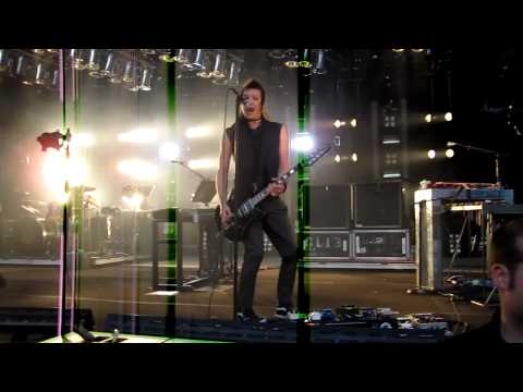 Nine Inch Nails - I'm Afraid of Americans HD (Live @ Santa Barbara Bowl 5/21/09)
