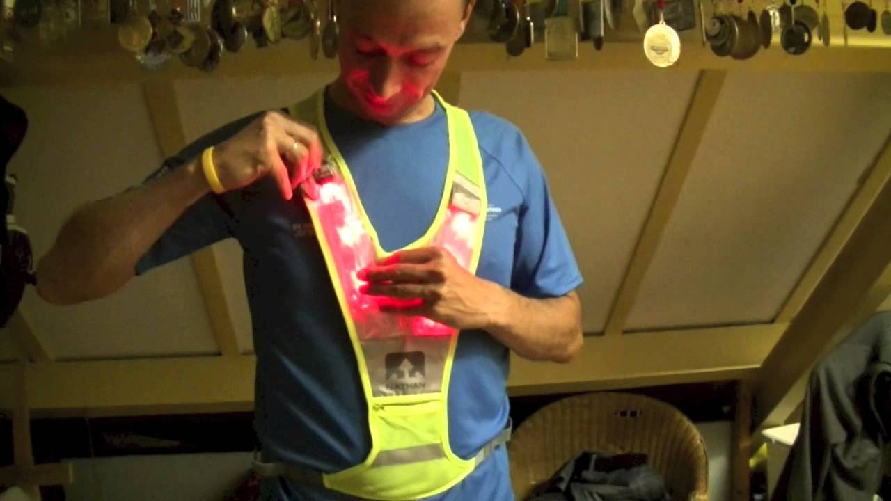 Review Nathan Photon Led Vest Youtube