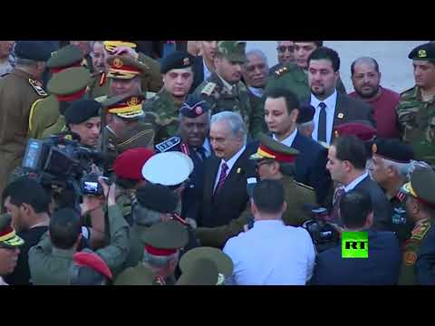 لحظة وصول خليفة حفتر إلى مدينة بنغازي الليبية  - نشر قبل 1 ساعة