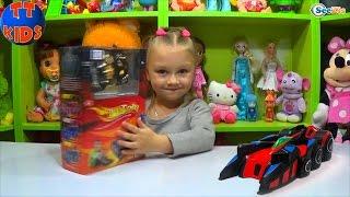 Машинки для детей. Ярослава открывает новую игрушку. Антигравитационная Машина. Tiki Taki Kids