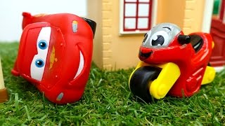 Lightning McQueen & toy cars. Toy bikes for kids & toy cars racing. Toy cars videos. Тачки Маквин.