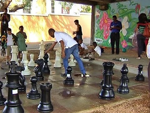 Grandmaster turns Cape streets into chessboards.