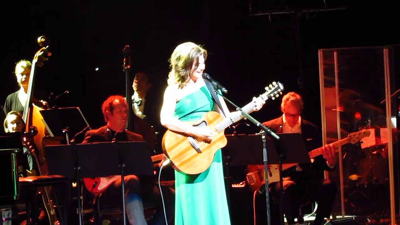 Amy Grant - Tennessee Christmas (Live From Portland, Oregon, On November 20, 2016) - YouTube