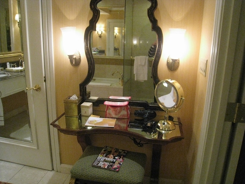 appealing-makeup-table-with-mirror-and-lights-ideas