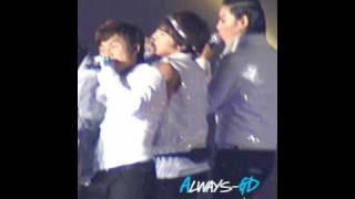 "G-Dragon throws a cute fit @ 2009 BIG SHOW Concert (Big Bang ""Lady"" Fancam)"