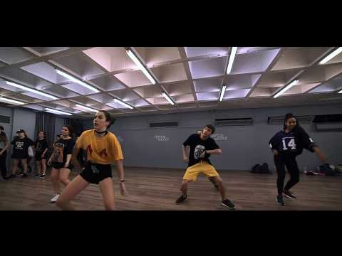 Bea Villabol & Albert Xampi | Collabo class | Komije - Chillz ft. Sam Oki