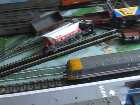 Model Intercity Class 47 and Light-up Pullman Coach