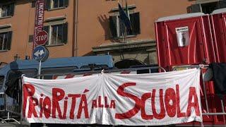 Firenze, Giuseppe Conte torna all'università, fuori la protesta degli studenti