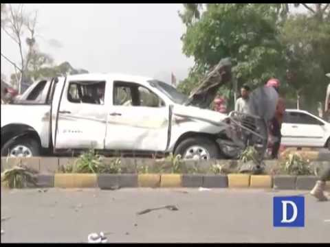 Two security officials martyred and 7 injured in Peshawar blast