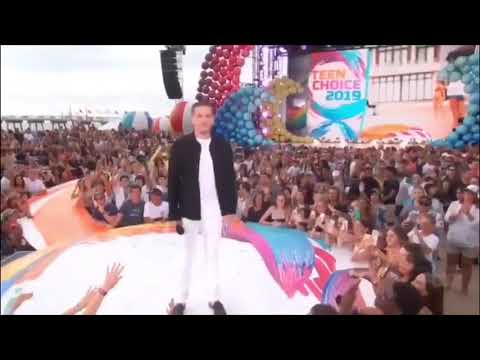 Download Charlie Puth presenting for Choice Male Artist at  Teen Choice Awards 2019 - 11 August 2019