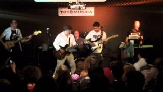 04 A ESTE LADO DE LA CARRETERA (COVER) - NUMERUS CLAUSUS (14/03/2015)