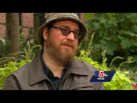 Quadriplegic man reclaims life through humor, transplanted arms