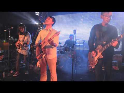 live-20151121-efek-rumah-kaca-cinta-melulu