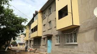 В Черкесске продолжаются работы по ремонту фасадов многоквартирных домов(В городе Черкесске на новый этап вышли работы по облагораживанию фасадов старых многоквартирных домов...., 2015-06-22T10:02:52.000Z)
