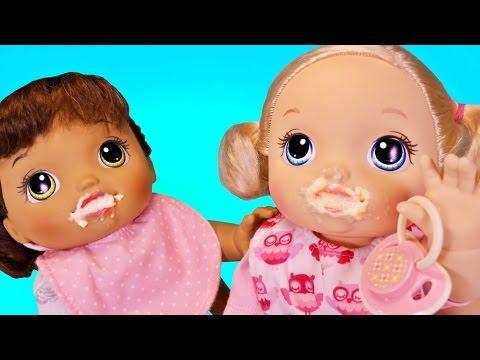 Куклы Пупсики Беби Элайв Кушают детскую кашу Ползают Утро Пупсов Игрушки для девочек Зырики ТВ