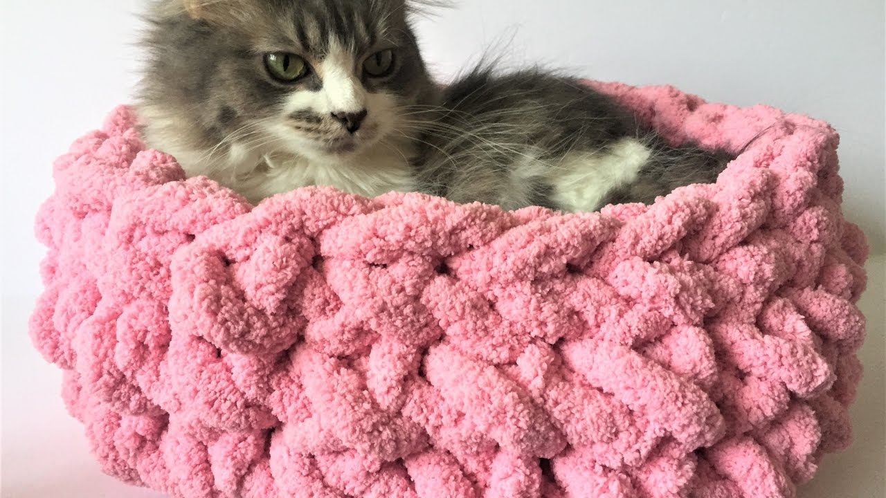 HAND CROCHET A CAT BED IN 15 MINUTES! NO HOOK NEEDED! 10% OFF - YouTube