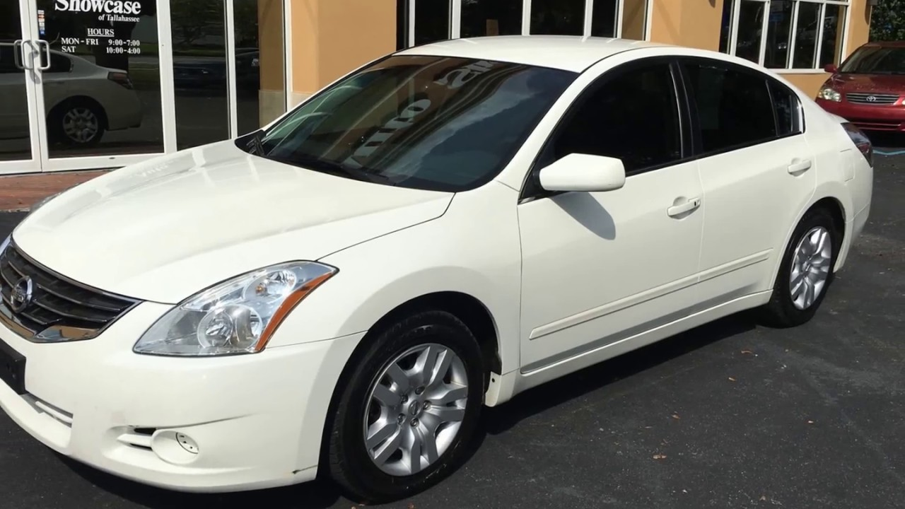 Nissan Altima: Cleaning