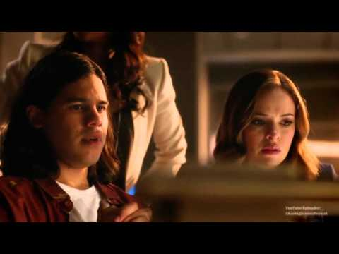 The Flash 2x01: Flash defeats Atom Smasher [Atom Smasher mentions Zoom]