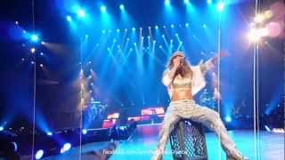 Jennifer Lopez Greets Her Fans In The First Rows (Dance Again Tour - Paris 16/10/12)