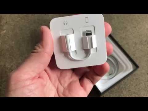 Apple iPhone 7 with Lightning audio, headphones, mini-jack adapter