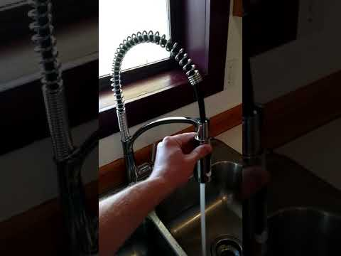 Brenner Commercial Style Single-Handle Pull-Down Sprayer ...