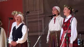 """00010 Folkloras diena """"Novadu sasaukšanās"""" uz Vērmanes dārza lielās skatuves 7.07.2018"""
