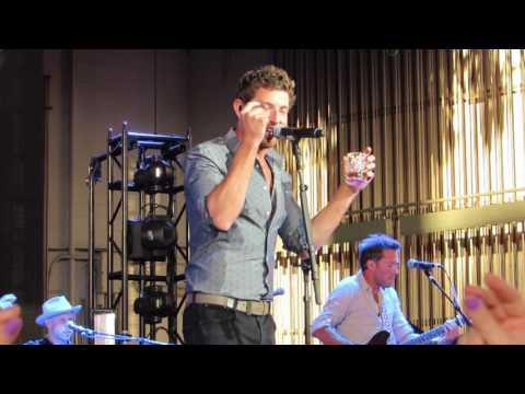 "Brett Eldredge ""Fly Me To The Moon"" (Frank Sinatra Cover) Live @ PNC Bank Center"
