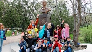 12.04.2015 состоялось открытие памятника-бюста Гагарину в Новороссийске(подробности: http://gorod-novoross.ru/news.php?id=288., 2015-04-12T18:16:04.000Z)