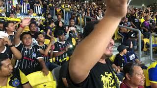 Elephant Army Menyanyikan Lagu Keramat Bisa Menaikan Bulu Roma . Final Piala Fa 2018