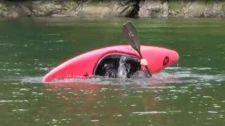 沈脱のロールはカヌーガイドの必修トレーニングです。 カヌーツアーの観...