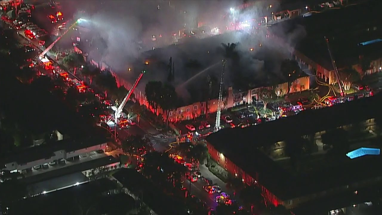 Live: Massive fire erupts at Tustin apartment building I ABC7