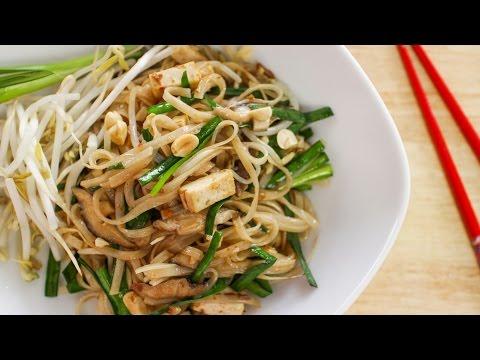 Vegan Pad Thai Recipe ผัดหมี่โคราช - Hot Thai Kitchen!