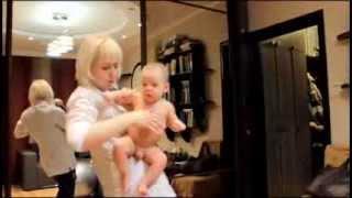 Гимнастика для малышей на фитболе jshamenkova.com(Привет всем. С вами Юлия Шаменкова. Когда Данечке исполнилось 2 месяца. Мы пригласили Людмилу- специалиста..., 2013-11-23T14:08:41.000Z)