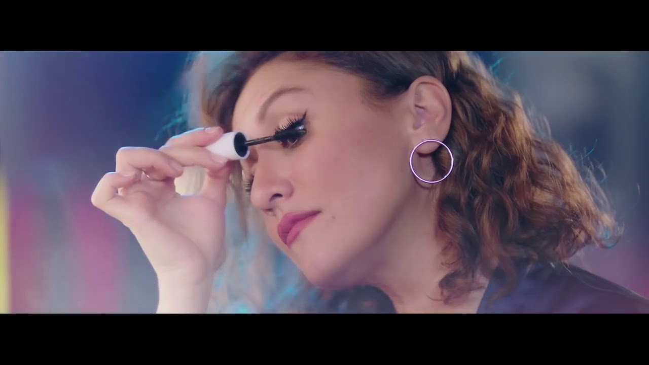 Avon'un Yeni Makyaj Artisti Melis İlkkılıç - www.uyekayitol.com