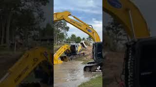 Excavator play water (เเบ็คโคอาบน้ำ)