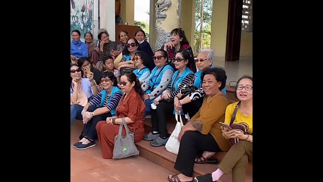 Hoà Hiệp và Bá Thắng thăm và chia sẻ bà con ở Quảng Trị