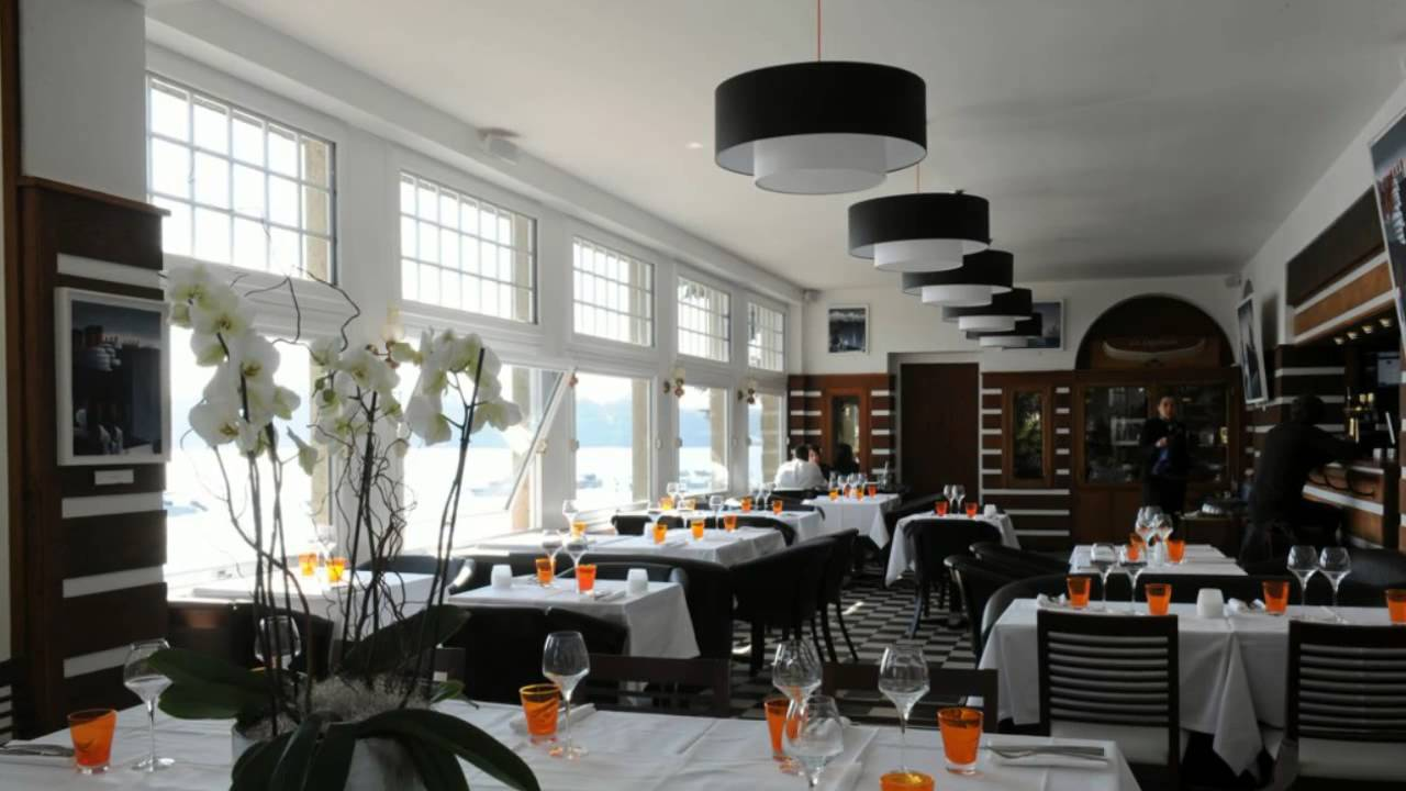 le yacht restaurant dinard 35 en bretagne tiviguide youtube. Black Bedroom Furniture Sets. Home Design Ideas