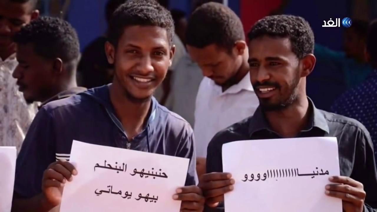 قناة الغد:شاهد.. لافتات رفعها السودانيون اليوم خلال المشاركة في دفتر الحضور الثوري