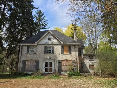 Urban Exploration: Gorgeous Abandoned Ontario Manor