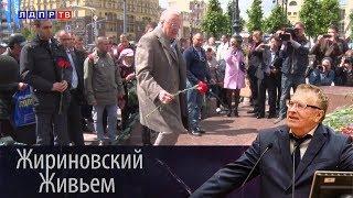 Литературный марафон у памятника Александру Пушкину в Москве.