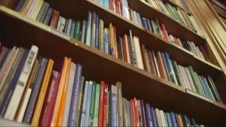 أخبار عالمية - اليوم العالمي للكتاب يحتفل بالمكفوفين وضعاف البصر