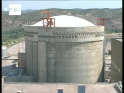 La central nuclear de Ascó sufre una parada indefinida no programada .