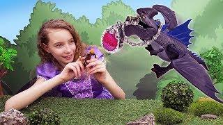 Фото Принцесса София и Супер Кот возвращают амулет. Детское видео.
