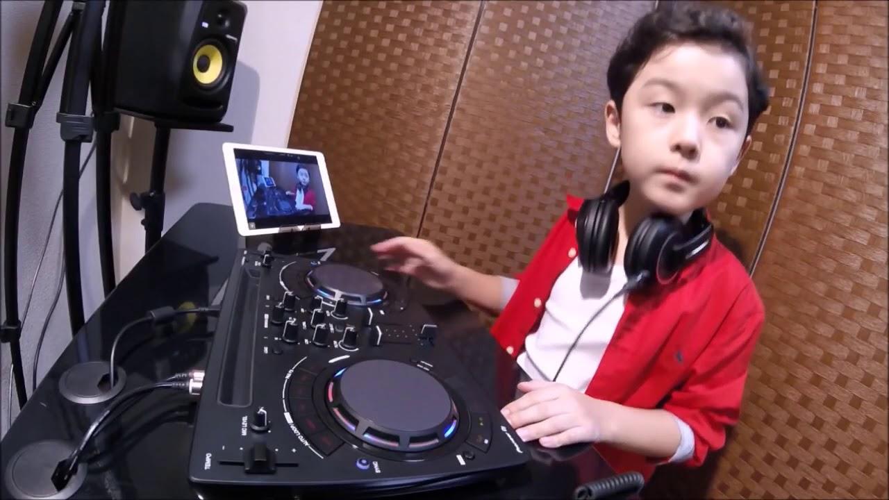 Cậu Bé Chơi DJ Rất Chuyên Nghiệp