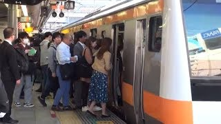 【過密】【混雑】2018秋 朝ラッシュの中央線快速新宿駅 過密ダイヤと交互発着 Japan Tokyo JR Chuo-Rapid Line Shinjuku Sta. Busy Trains